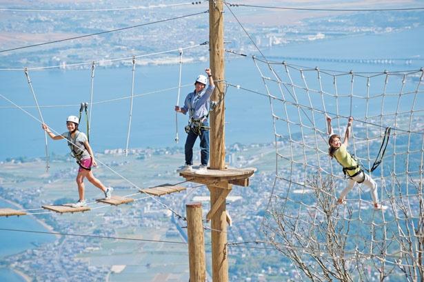 【スカイウォーカー】揺れる橋や蜘蛛の巣ネットなど、標高1100mという関西最高地のアスレチック/びわ湖テラス