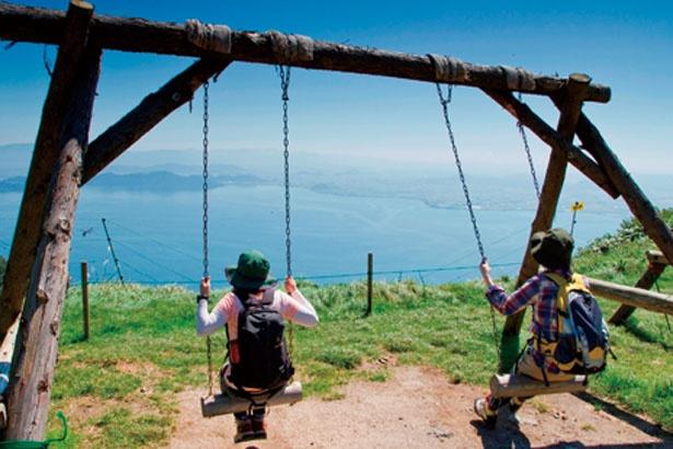 【絶景ブランコ】「笹平遊びの広場」では爽快な景色を眺めながらの贅沢ブランコ/びわ湖テラス