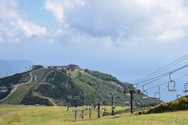 【観光リフト】「びわ湖テラス」のある打見山から笹平間の「打見リフト」と、蓬莱山山頂への「ホーライリフト」の2種/びわ湖テラス
