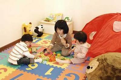 キッズコーナーは大人のカフェとは別の部屋。子どもがのびのび遊べます