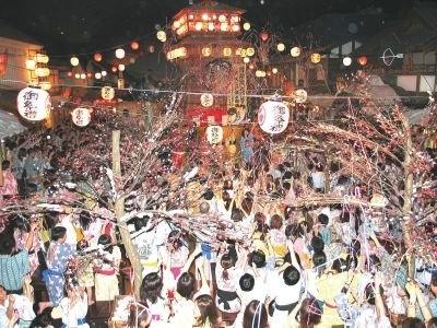 大江戸温泉物語のカウントダウンイベント!おもしろ大道芸・大抽選会・獅子舞など多彩なイベントを楽しめる