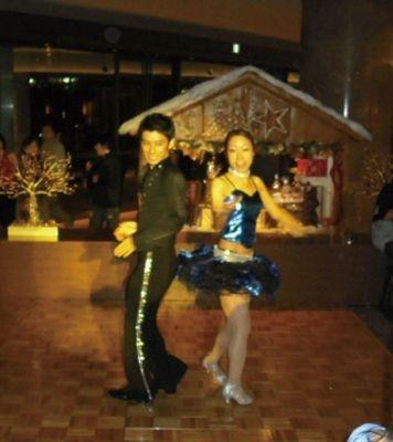サルサの本場を経験したダンサーとDJのパフォーマンスで来場者はヒートアップ!【ヒルトン東京「マーブルラウンジ」】