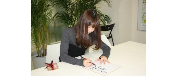 インタビュー後、色紙に書いてもらいました!