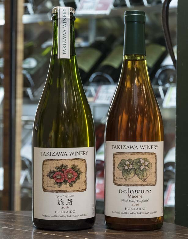 Wine&Cheese 北海道興農社/タキザワワイナリーの定番人気といえば、旅路スパークリングロゼ(写真の2016年ものは3000円)とデラウェア・マセレ(2016年ものは完売)