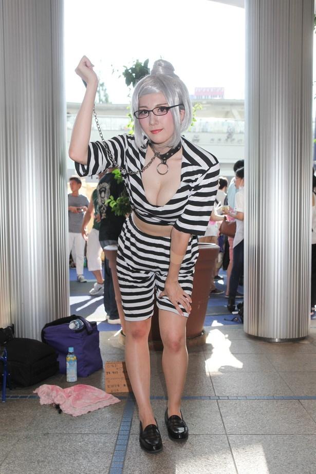 「監獄学園」の白木芽衣子に扮したマキキララさん