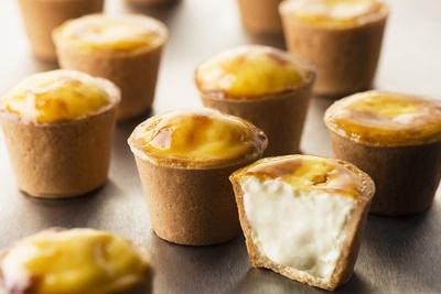 10位「とろとろ焼きカップチーズ」(5個入り/287円)。店内厨房で焼き上げるコクのあるチーズタルト