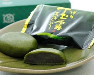 6個入り1080円~18個入り3,240円。お茶屋さんが特別に配合した玉露茶葉で作られたまんじゅう