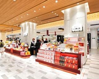 博多駅マイング「和菓子通り」に位置。二鶴堂で販売する全種類のお菓子がズラリ