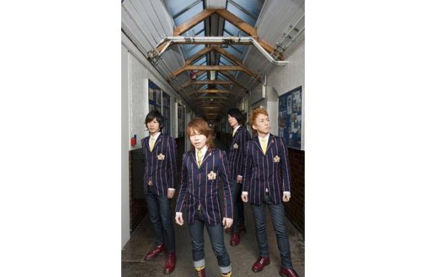 アルバム『ABINGDON ROAD』を発表するabingdon boys school。写真左より柴崎浩(ギター)、西川貴教(ボーカル)、SUNAO(ギター)、岸利至(キーボード&プログラミング)