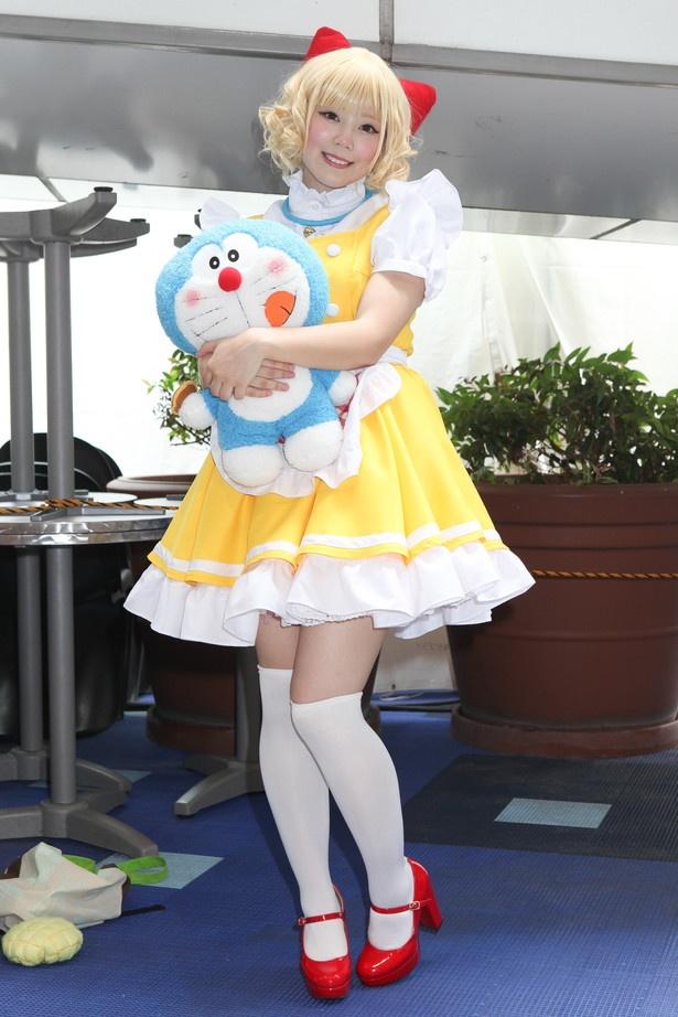 「ドラえもん」のドラミちゃんに扮したShizuneさん