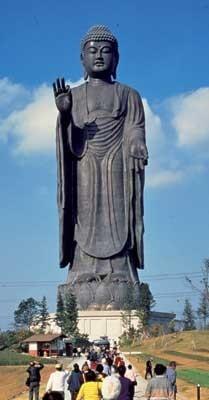 「あみプレミアム・アウトレット」近くにあるのは、全高100mの超巨大な大仏様