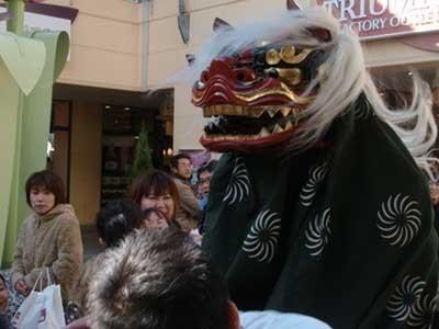 「三井アウトレットパーク 幕張」では、1月1日に獅子舞が練り歩く予定