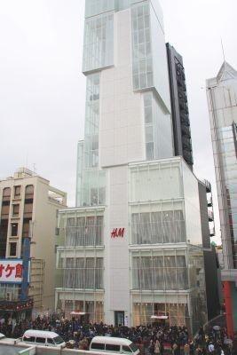 """ファストファッションの""""仕掛け人""""とも言える、原宿に誕生した「H&M」"""