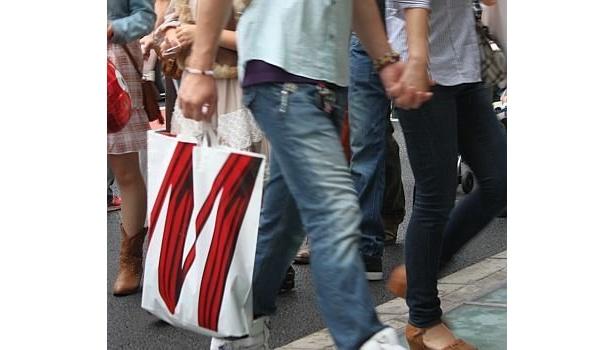 今年は大阪でもこの袋(H&M)が目立ちそうだ