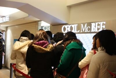 「CECIL McBEE」の店舗前
