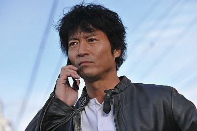 こちらもベテラン、寺脇康文が1/14スタートの「853〜刑事・加茂伸之介」(テレビ朝日系)に主演。難事件に挑む熱血刑事に扮する