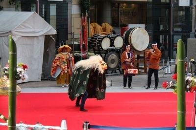 獅子舞が登場!ダイナミックな舞いで来場者を魅了した