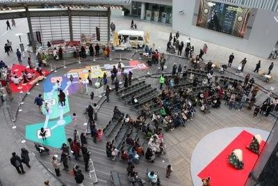 六本木ヒルズで開催された年始イベントには多くの人が詰め掛けた