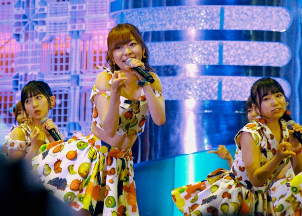 "HKT48が「TOKYO IDOL FESTIVAL 2017」(8月4日~6日、お台場・青海周辺エリア)2日目のHOT STAGEのトリで登場。TIFチェアマンとして奔走する指原莉乃が、""本職""アイドルの笑顔を見せた。"