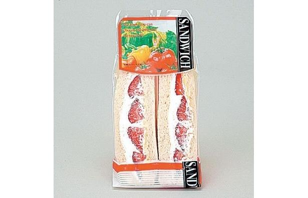 風味豊かなイチゴをふんだんに使用した果実の食感を楽しめるサンドイッチ!ホイップクリーム&カスター入り「いちごサンド」(290円)/ローソン※1月5日〜発売中