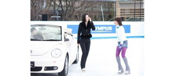 スケート靴を履いて登場した荒川さん