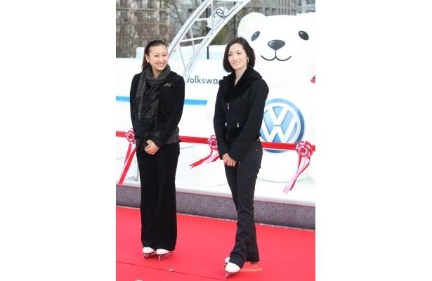 浅田舞さん(左)・荒川静香さん(右)