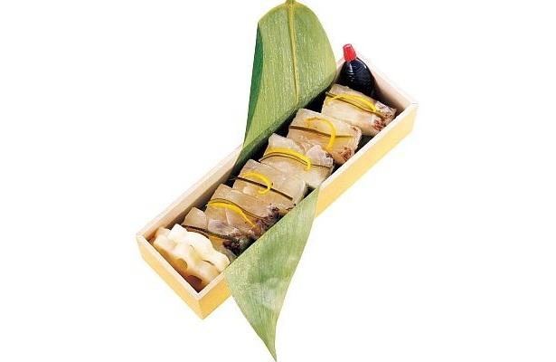 山陽本線姫路駅(兵庫県)の「鯛寿司」(850円、各日1000食予定)。瀬戸内で育ったタイを、赤穂の塩と北海道産昆布でしめた押し寿司