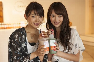インスタ映えするスポットを巡りに、北参道へ行ってきま~す。モデルの坪井ミサトさん(左)と宮内理沙さん