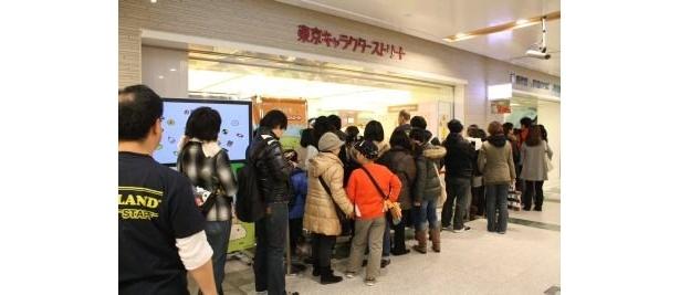 開店10:00には約100人の行列で入場制限も!