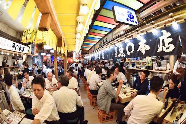【写真を見る】横丁ブームを巻き起こしたレストランプロデューサー・浜倉好宣氏の25件目の直営店舗