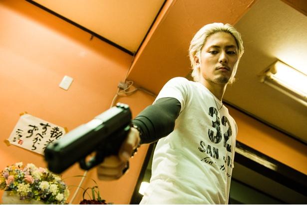 『全員死刑』では、殺人をエスカレートさせていく冷徹な次男タカノリに扮する
