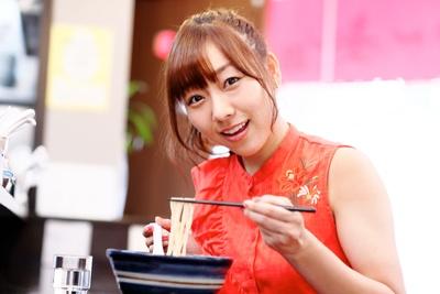 人気連載「SKE48のふぅふぅ女子♥」のスピンオフ企画として、「メンバーとおいしいラーメンを食べた~い♥」を勝手に妄想しちゃいました!今回の彼女はチームEの須田亜香里ちゃん♪(1/10)