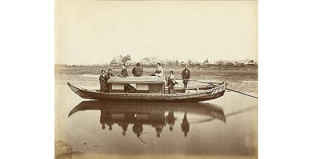 内田九一が撮影した「隅田川の舟遊び」