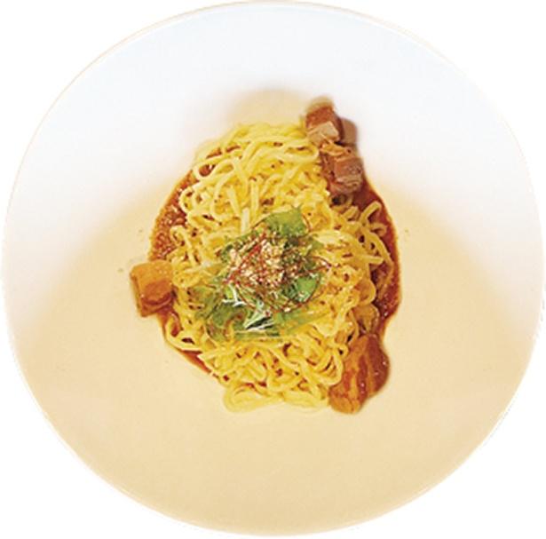 「紅蠍(べにかつ) RED SCORPION」の看板メニュー「汁なし坦々麺」(880円)