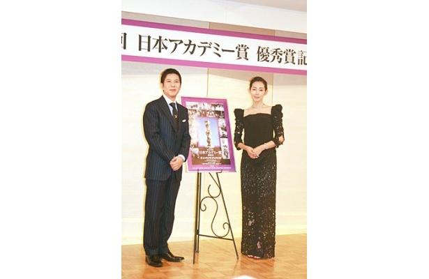 第33回日本アカデミー賞の授賞式司会者として意気込む関根勤(写真左)と木村多江(同右)