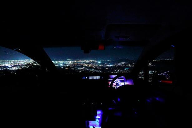 夜景を二人占め!?車窓から望む輝きにうっとり