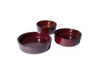 「石川県から 山中漆器の こぼしにくい器」(2万1600円)はボウル・深皿・平皿の3点セット(茜)