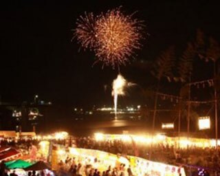 趣向を凝らした創造花火など約3500発の光と音の芸術