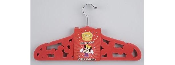 """""""すべりにくい""""加工を施した「応援しちゃうぞ! すべりにくいハンガー」(2000円)"""