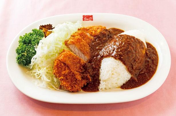 豚挽き肉と野菜が溶け込んだ、旨味たっぷりのカレーソースが絶品!「千葉さんのカツレツカレー」(スープ付き・1512円)