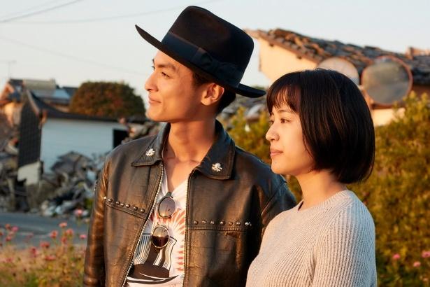 熊本出身の高良健吾(写真左)が出演した映画「うつくしいひと」にまつわるトークも