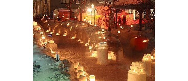 """""""参加型""""""""手作り""""というキーワードにこだわった「第12回小樽雪あかりの路」。町内や国内外のボランティアなどの手作り間が会場を温かく盛り上げる"""
