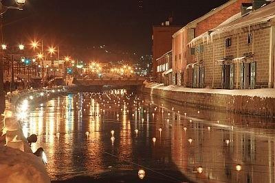 小樽名物の運河に浮かび揺らめく、約400個の浮き球キャンドル/第12回小樽雪あかりの路