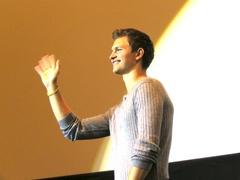 期待の新人アンセル・エルゴートが舞台挨拶でオスカー俳優との驚きのエピソードを披露!