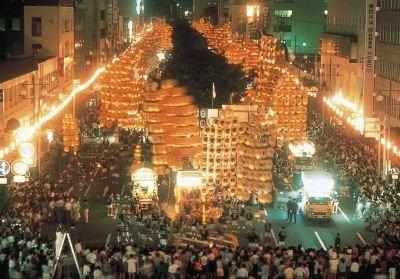 東北3大祭り1つ「秋田竿燈まつり」を体験できる