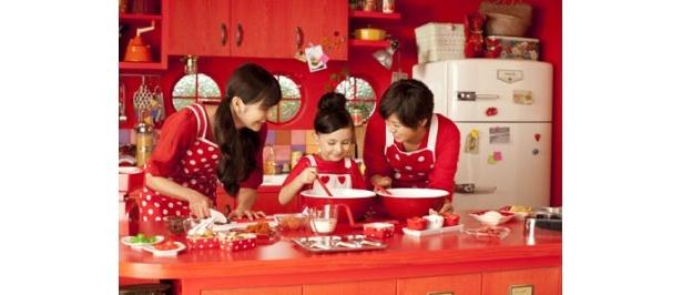 仲良く3人でチョコを作る姿は本当の姉妹のように和やか!?