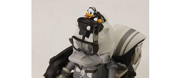 ロボットモードの頭部にはドナルドが登場
