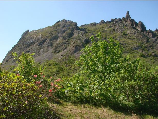 約30年周期で噴火を繰り返す有珠山。明治時代の噴火では洞爺湖温泉が生まれるきっかけに