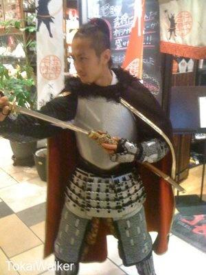 刀を抜く御館さま。。無礼のないように!