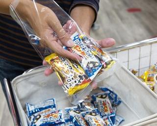 有楽製菓豊橋夢工場内にある直営店。県内外から根強いファンが詰めかける